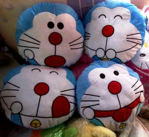 Bantal boneka emoticon murah (blackberry,doraemon,hellokitty)