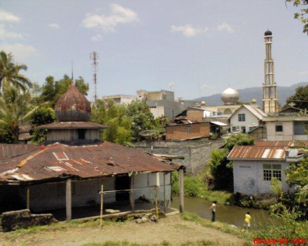 """"""" miris"""" kesenjangan bentuk masjid dikampung ane,mudahan2 ditempat agan g"""