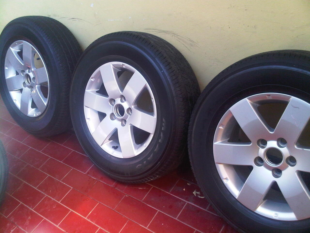 Terjual Velg OEM Chevrolet Captiva R16 Ban Maxxis