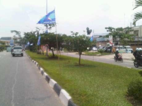 Bendera Demokrat Berkibar Jelang PON di Riau