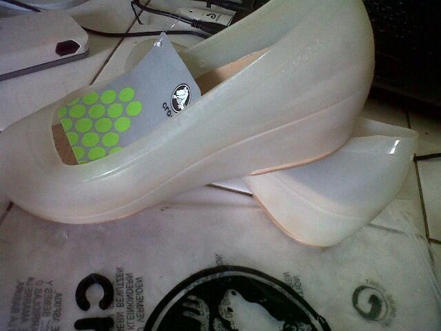 Dijual Sepatu CROCS 100% ORI