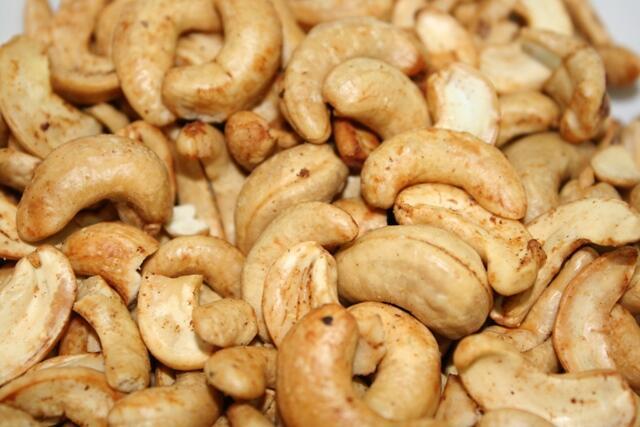 Medley Cashewnut - Sensasi Tiada Henti Kacang Mede Asli