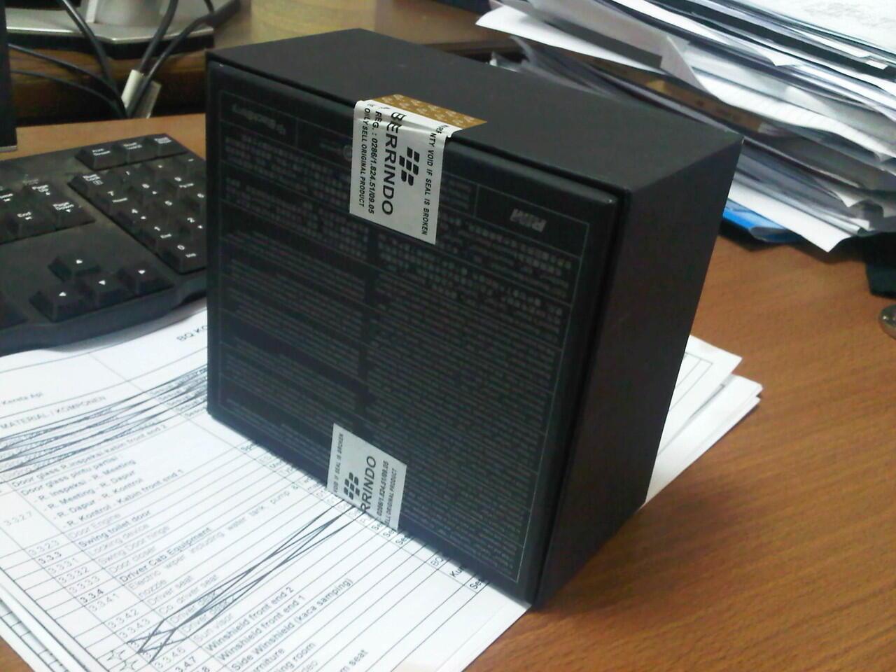 ??[BNOB] blackberry dakota 9900 hitam.BARU! ex hadiah grs berindo (SURABAYA-MADIUN)