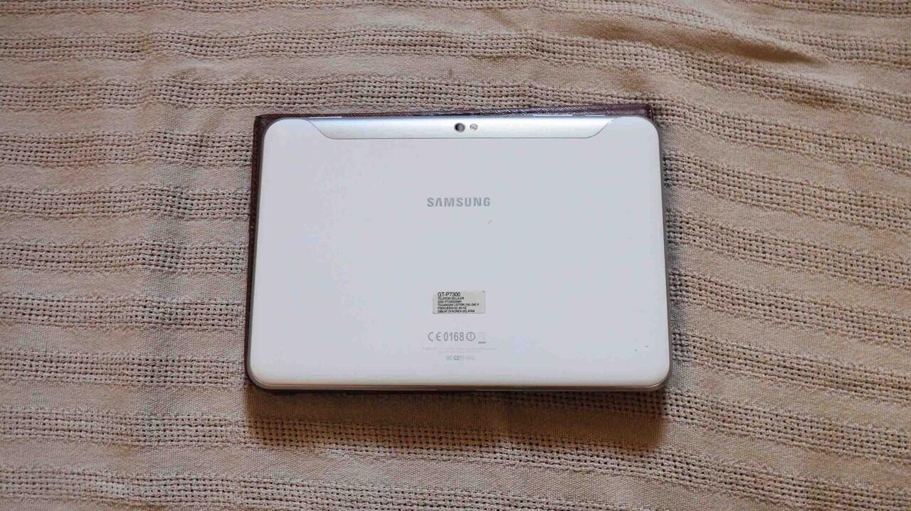 WTS > Samsung Galaxy Tab 8.9 (3G + wifi)