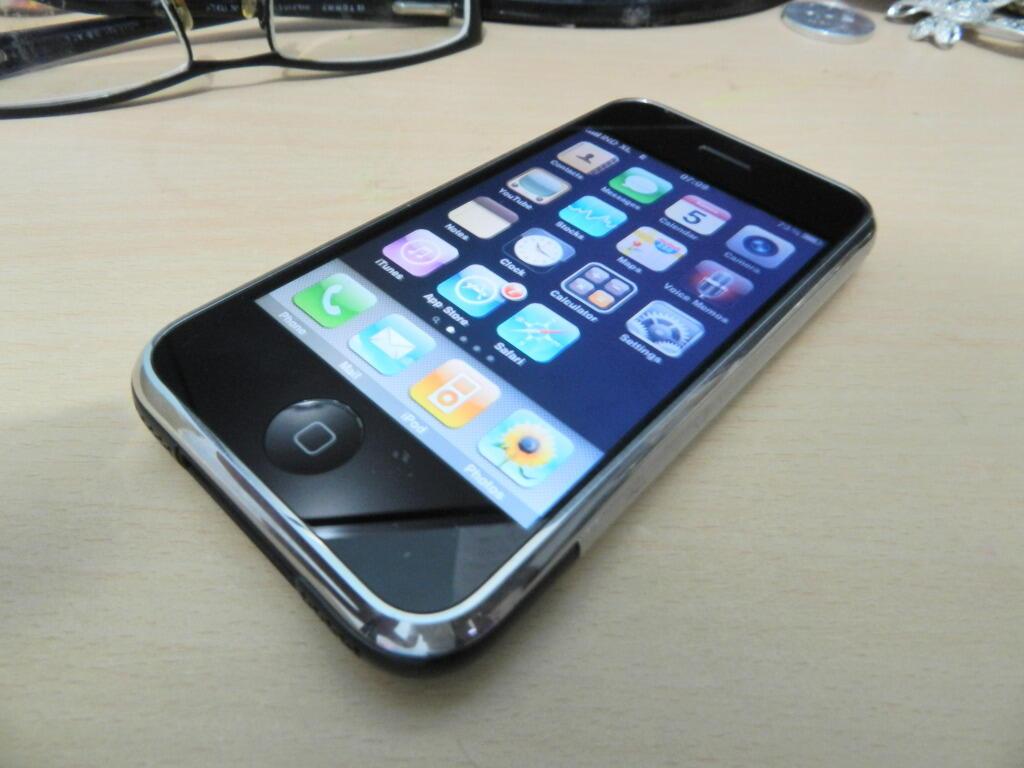 IPHONE 2G 8GB Harga mahasiswa bisa buat gaya