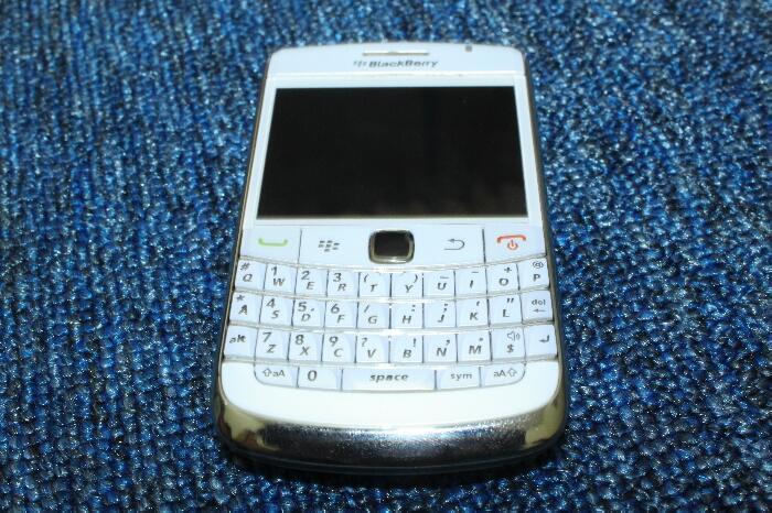 JUAL: HP Blackberry 9700/onyx 1 white/putih grnsi panjang best offer jogja