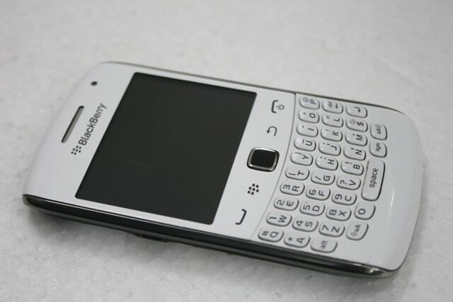 Blackberry Apollo 9360 White harga 2jt hub/sms: 085 316 123 307
