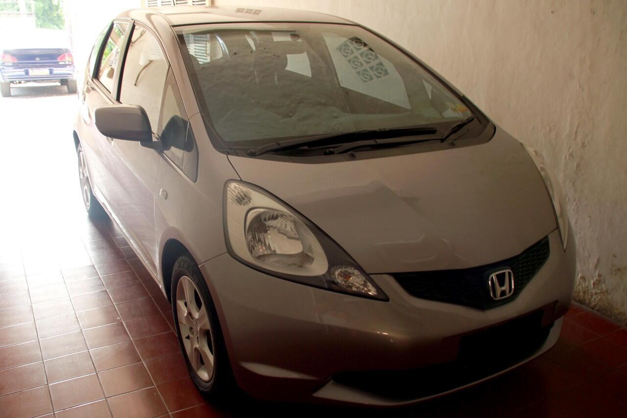 Honda Jazz S A/T Warna Silver Stone 2008
