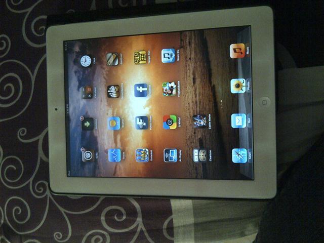 Apple Ipad 2 16GB & BlackBerry Dakota