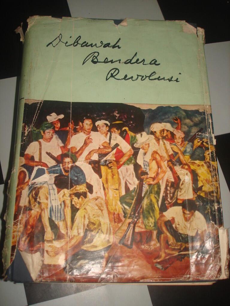 buku Dibawah Bendera Revolusi Jilid 1 ,,langka dan super murah