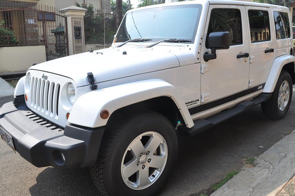 WTS Jeep Wrangler Sahara Putih 4 doors