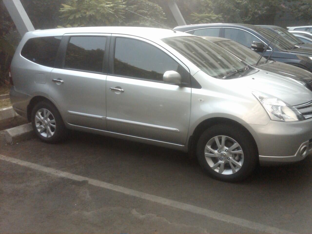 Nissan Grand Livina XV AT 2011