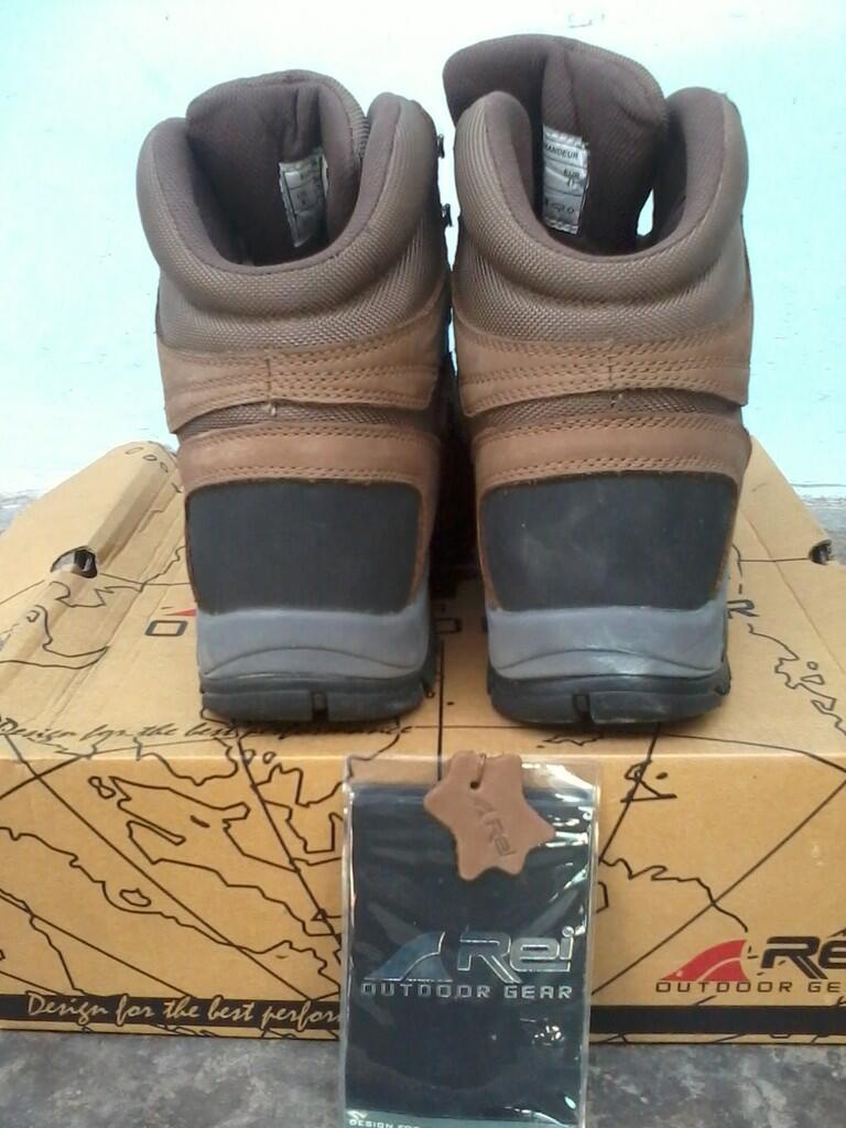 Sepatu Boots REI