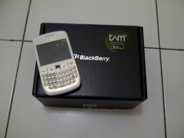 Blackberry Curve 8520 Harga Rp.1.000.000,- call/sms : 0853 5251 2350