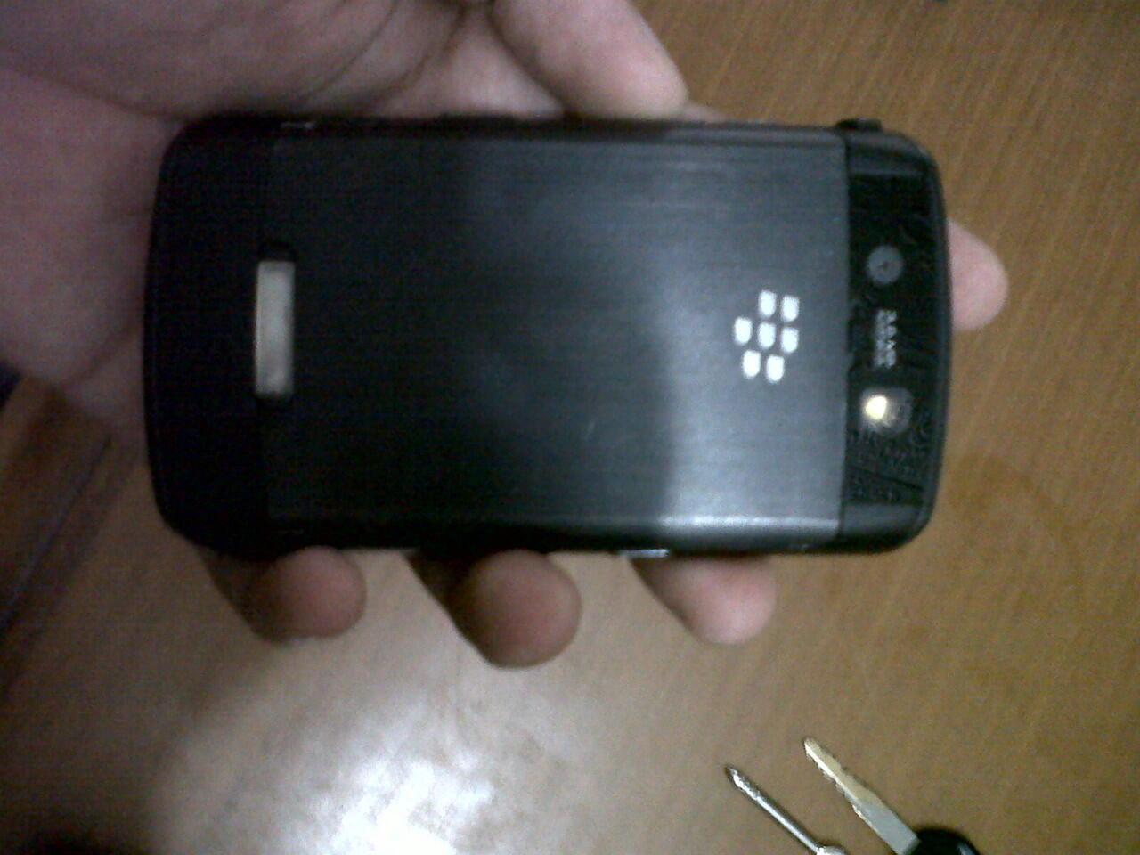WTS : BB STORM 1 9530 3G CDMA Fullset Bandung