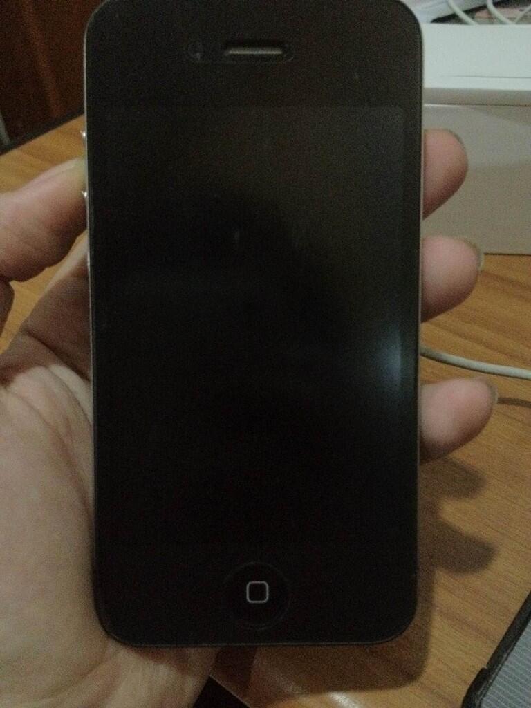 IPHONE 4 Black 16 GB MULUS Belum Pernah Jatuh!