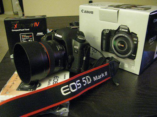 Kamera Canon EOS 5D Mark II harga 3,5jt hub:0823 7357 9595