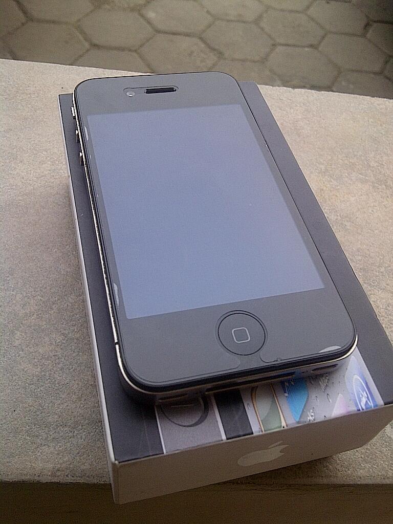 JUAL APPLE IPHONE 4 , 16GB FU HITAM/BLACK , lengkap, Garansi XL + Bonus :D