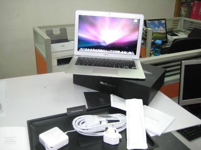 DIJUAL Laptop apple Macbook Air. HRG/IDR:3,700.000 JT.