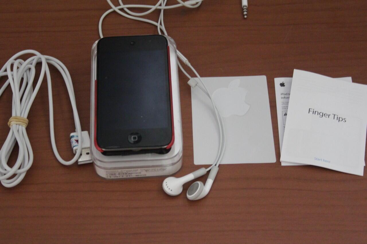 Jual iPod Touch 4th Gen 32 GB Black + Ear Phone with Mic 2.000.000 [COD Bandung]