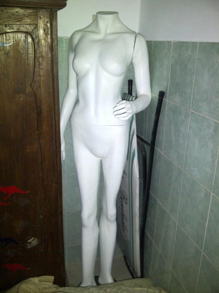 display/patung baju wanita