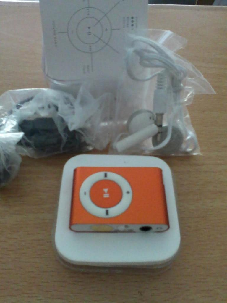Terjual Mp3 Player Jepit Box Mika Kaskus Earphone Packing