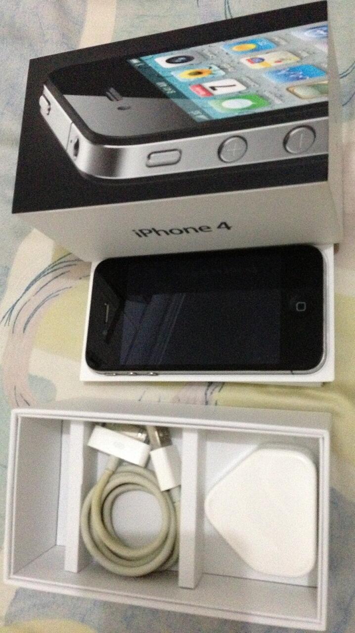 Iphone 4 32GB black ex garansi singapore mulus