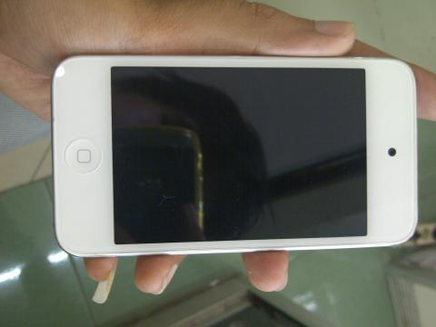 Ipod Touch 4gen 32GB (White) Jailbreaken