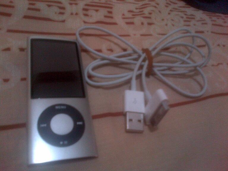 Ipod nano 4th generation 8GB silver mulus