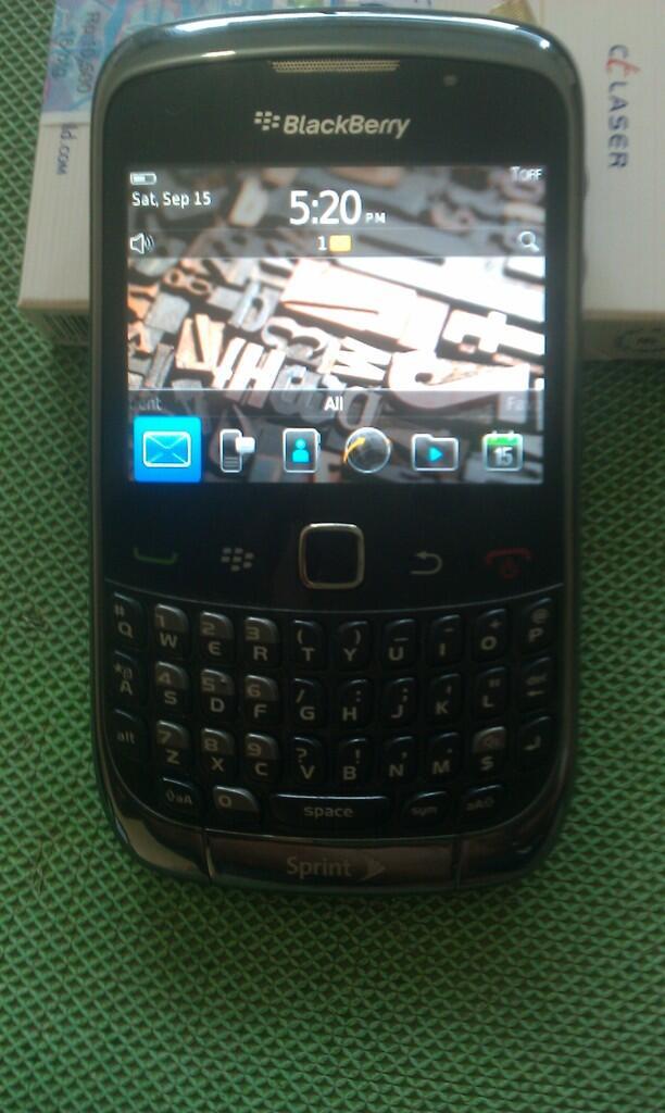 jual blackberry 9330 bb jupiter sprint ex usa mulus 93% bandung!!