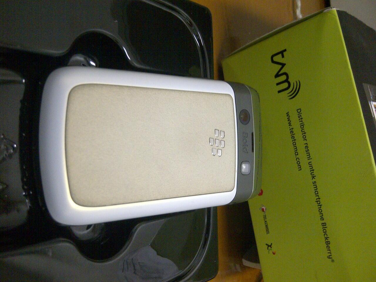 cepat Blackberry 9780 bb onyx 2 white garansi tam masih 14 bulan lagi