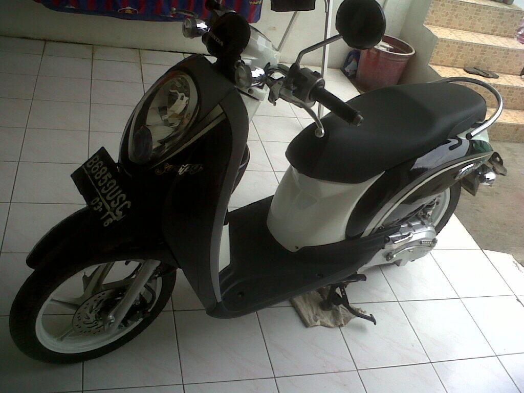 Scoopy 2011 warna hitam CW