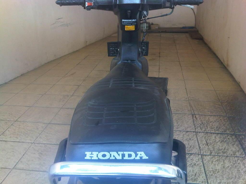 Honda Astrea Prima Tahun 1990, tgn Pertama HITAM
