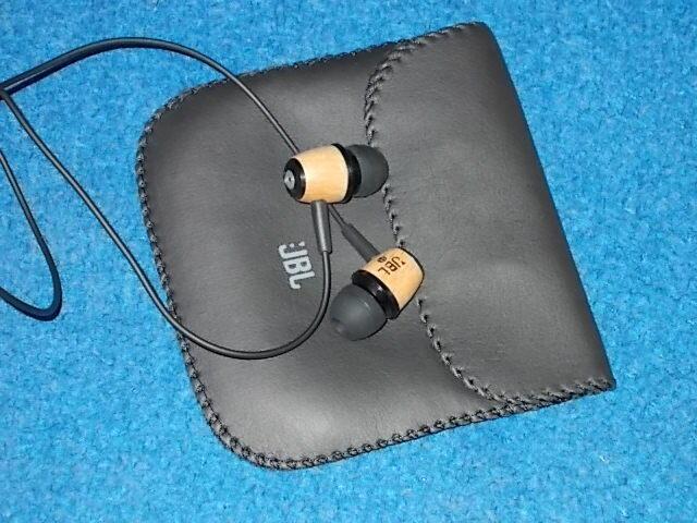 JBL M330, Woody IEM utk penyuka bass dan clarity...