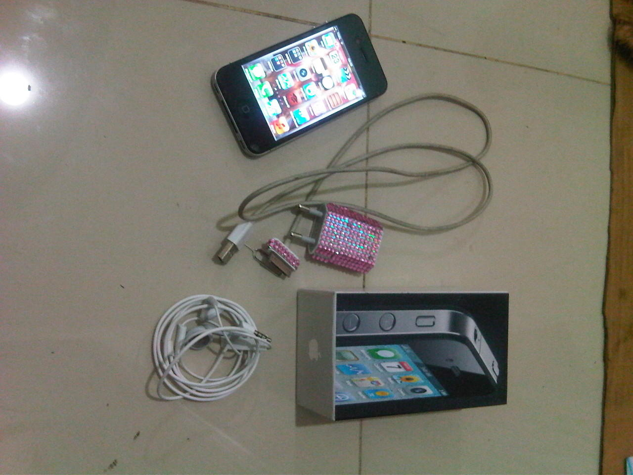 JUAL IPHONE 4G BLACK 16GB FU ex Wanita :)