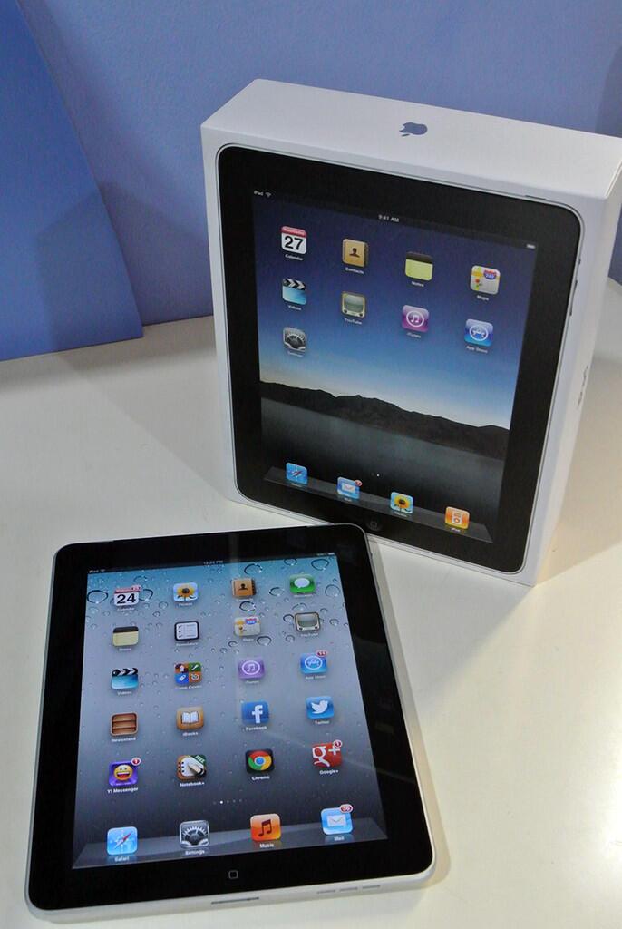 WTS iPad 1st gen 64 GB Wi-Fi + 3G