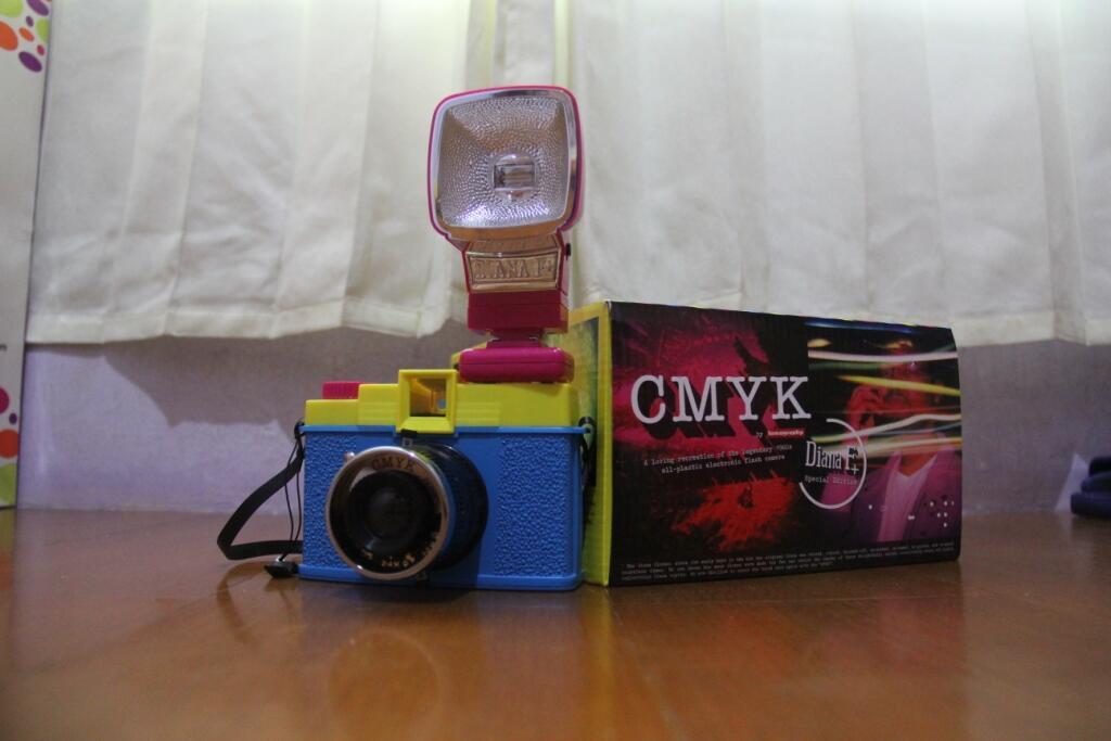 Kamera Lomo Diana F+ CMYK edition with Flash