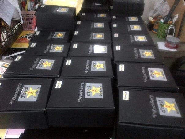 BLACKBERRY STROM 9530 GSM & CDMA BARU GARANSI 2 TAHUN RESMI DISTRIBUTOR