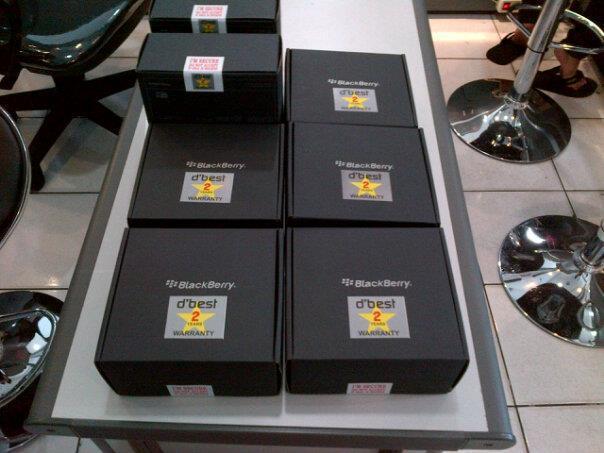blackberry ONIX 9700 black & white Baru Segel garansi 2 tahun service & sparepart