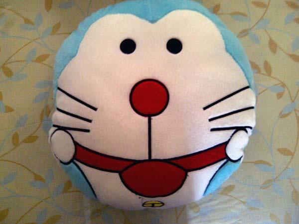 Sale cuci gudang bantal HK, Doraemon dan 1 set bntl glg mini mouse