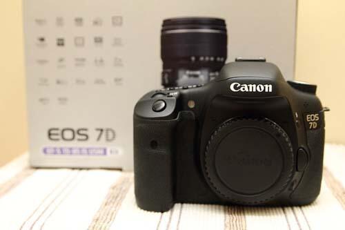 Jual BO Canon EOS 7D mulus 99% fullset garansi ex DS baru habis OKt'12