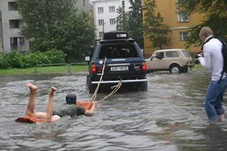 13 Cara Gila Memanfaatkan Banjir