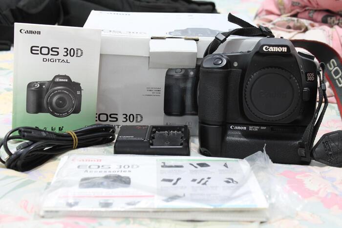 CANON 30D BO + BG dan LENSA 50MM F1.8 !! JAKARTA MURMER!!