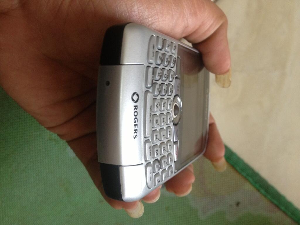 jual blackberry 8310 kondisi chasing 89% garansi pin dan mesin 1 tahun bandung!!