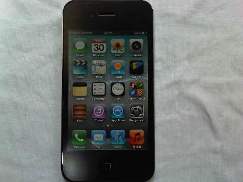 dijual : iphone 4G black batang 16GB lock mulus cod bandung
