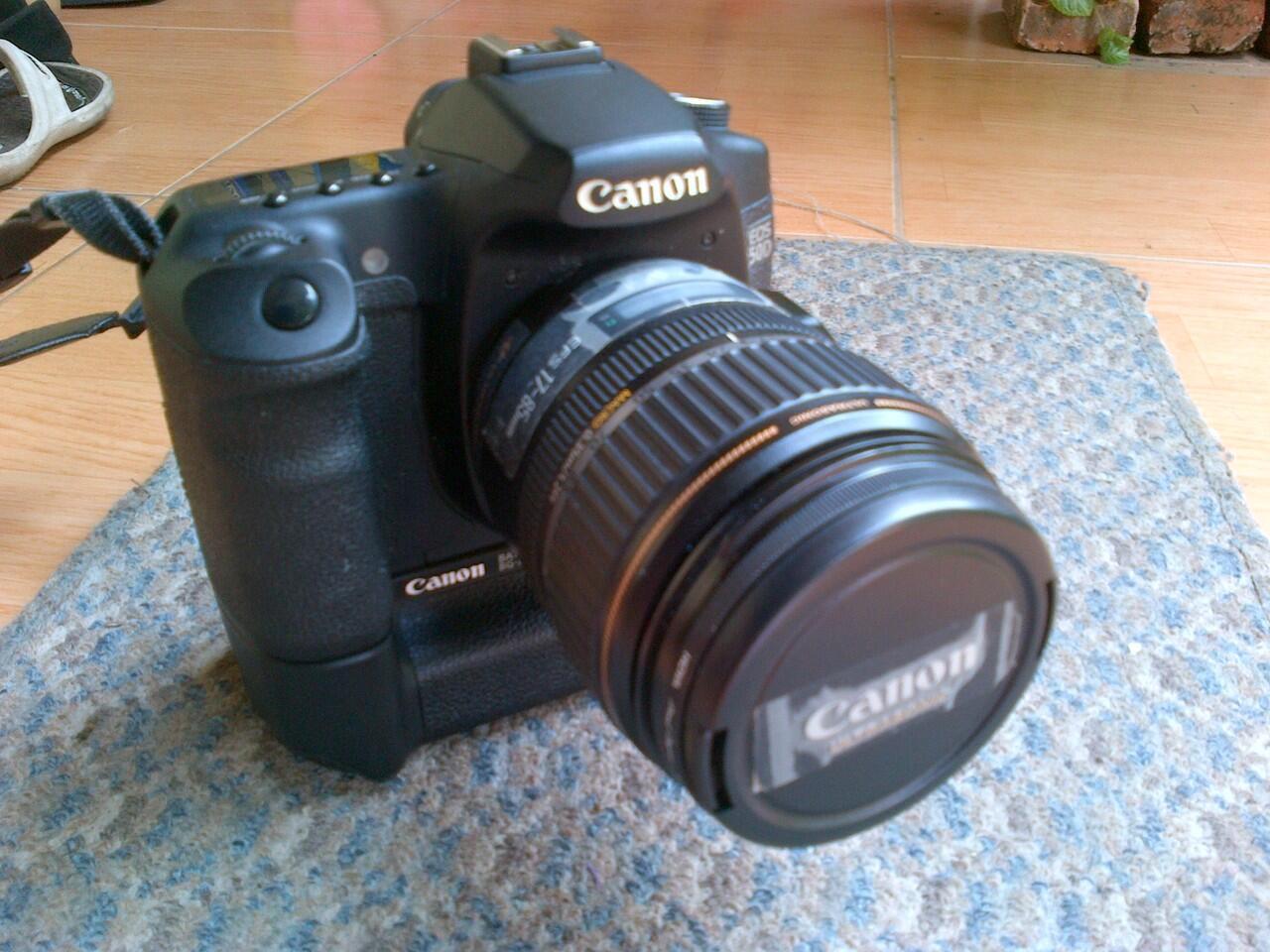 Canon DSLR EOS 50D + BG + LENSA + TAS LOWERPRO