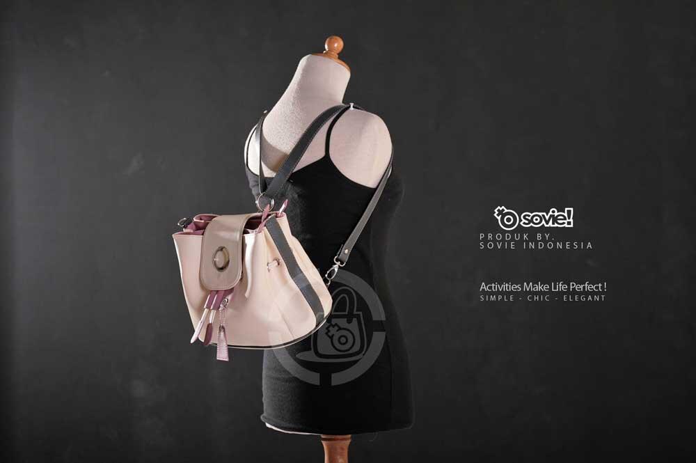 Tas Wanita buat Kuliah Jalan warna pink dan putih bisa slempang atau ransel