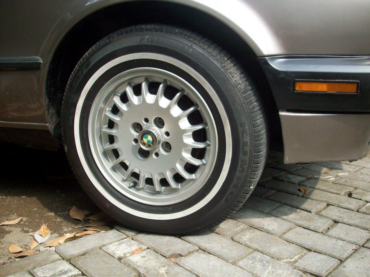 VELG OEM BMW E30 + Ban White Stripe Kumho 90%