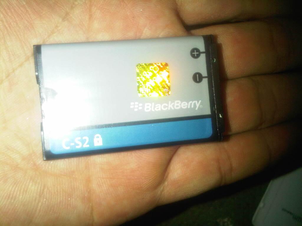 DIJUAL BLACKBERRY GEMINI 8520 WHITE GARANSI SELLULAR SHOP