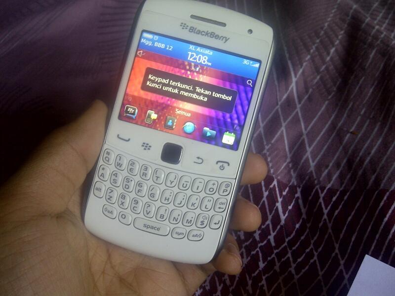 Jual Blackberry Curve 9360 Apollo white Garansi SS Mlus kyk paha cherybell!!
